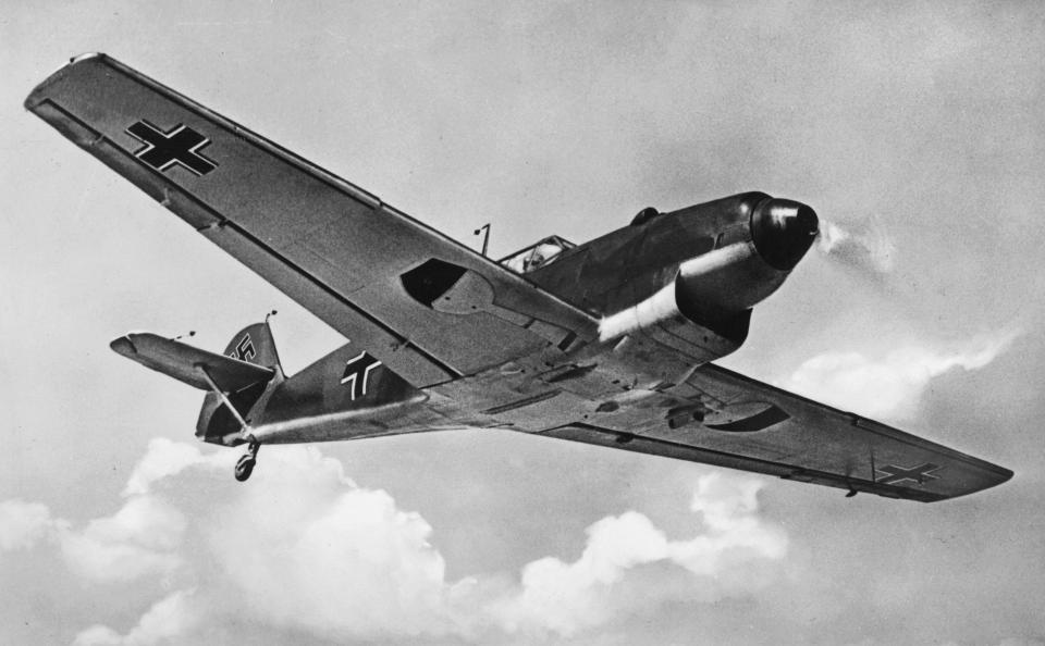 Image 30 Black And White ME109