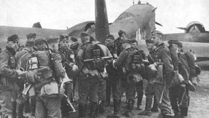 Image 21 Soldiers Around Plane1